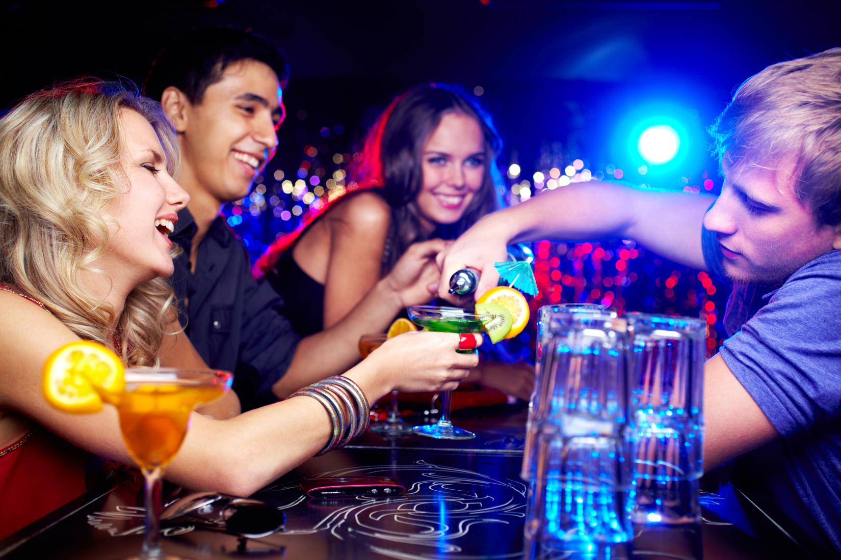 Вечеринки в клубе смотреть
